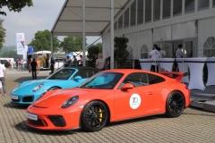 vor der Porsche-Hospitality