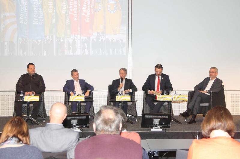 Pressekonferenzteilnehmer v.l. Jochen Hintz, Dr. Siebert, Roland Bleinroth, Kommunikationsleiter Andreas Wallbillich und Prof. Lohmann