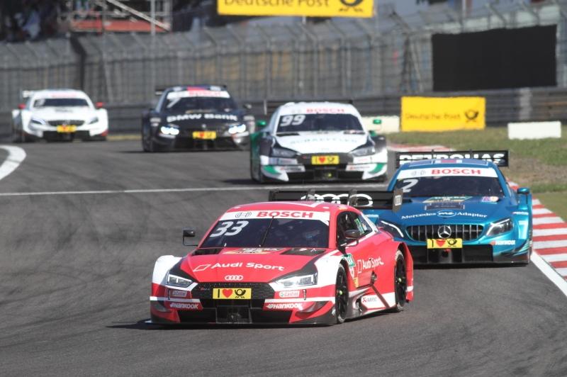 Audi-Pilot René Rast kontrolloiert die Gegner_2205