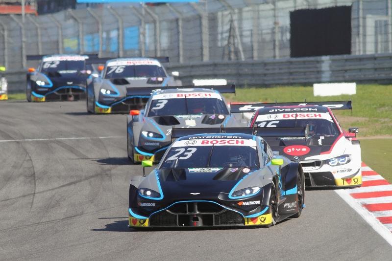 Das-Aston-Martin-Quartett-hältTimo-Glock-mit-seinem-BMW-in-Schach