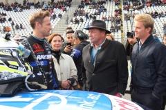 Jenson-Button-im-Gespräch-mit-Jochen-Mass-nebst-Gattin-und-Nico-Rosberg