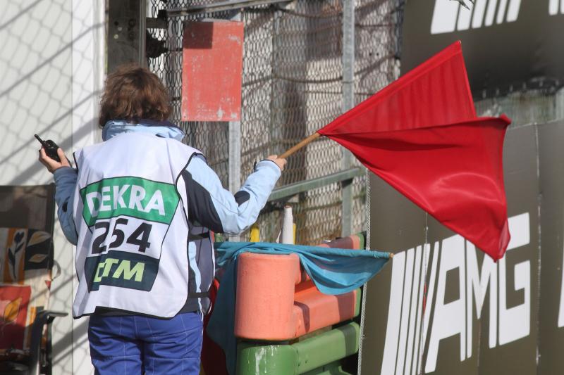 Die-rote-Abbruch-Flagge-musste-oft-geschwenkt-werden_Strähle-Foto_0041