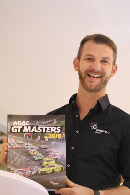13.1--Tim Upietz stellte sein Buch über die ADAC GT-Masters Saison 2018 vor.