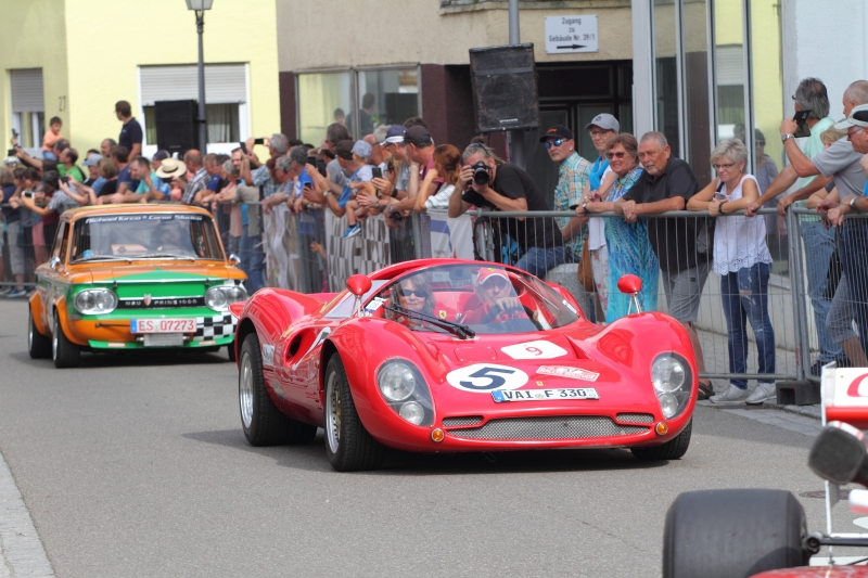 Benrd-Silberhorn-im-Ferrari-330-P4-Replica-