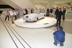 IMG_1221_Jörg Schanz und seine Kamera sind vom ersten Porsche ebenfalls begeistert
