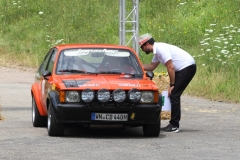 # 17_Sandro Schüppel begrüsst Horst Hauser und seinen Opel Kadett