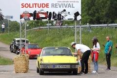 # 4_Ein Porsche 914 erreicht das Ziel